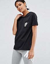 Nike Signal Short Sleeve T-Shirt