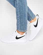 Nike Roshe Trainers In White And Black