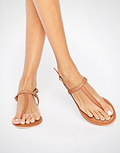 Boohoo Toe Thong Leather Sandal