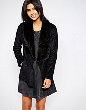 Pepe Jeans Laurie Black Coat with Faux Fur Lapel