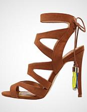 Miss KG FRENCHY 2 Sandaler med høye hæler tan