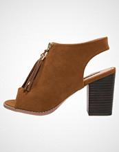 Miss KG SAANA Sandaler med høye hæler tan