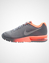 Nike Performance AIR MAX SEQUENT Løpesko med demping cool grey/metallic silver/bright mango