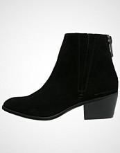 Calvin Klein PHAEDRA Støvletter black
