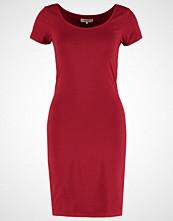 Zalando Essentials Jerseykjole dark red