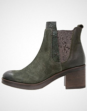 Mjus Ankelboots army