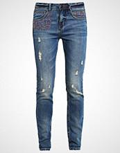 Freeman T. Porter ALISON Straight leg jeans yities