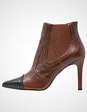 Lodi RUDDY Ankelboots med høye hæler brown