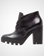 Calvin Klein STEVIE Platåstøvletter black