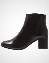 Pavement SELINA Ankelboots black garda