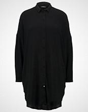 KIOMI Kjole black