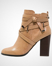 Miss Selfridge ARYS Ankelboots brown