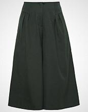 Nümph NONNIE Bukser dark green
