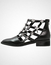 Eeight NELLY Ankelboots black/silver