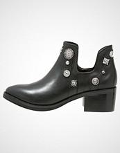 Eeight Ankelboots black/silver