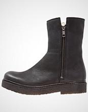 CASHOTT Platåstøvletter black