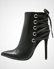 Missguided Ankelboots med høye hæler black