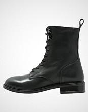 Zign Snørestøvletter black