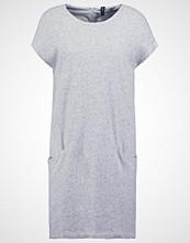 Yas YASEVITA  Strikket kjole light grey melange