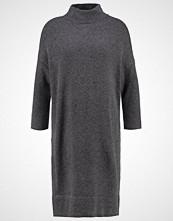 someday. QIA Strikket kjole dimmed grey