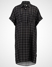 Hope Bluser black check