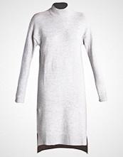 ADPT. ADPTJINIA  Strikket kjole light grey melange