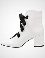 Miss Selfridge ASCOT Snørestøvletter white