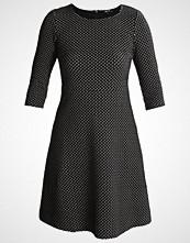 More & More Strikket kjole black multi