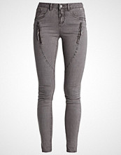 Cream BIBIANA Slim fit jeans khaki sand