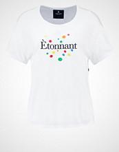 Saint Noir ETONNANT Tshirts med print white