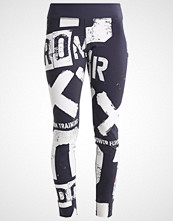 Reebok Tights lead
