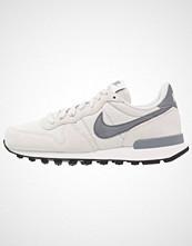 Nike Sportswear INTERNATIONALIST Joggesko light bone/cool grey/summit white