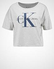 Calvin Klein TECA Tshirts med print grey