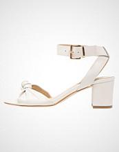 KIOMI Sandaler white