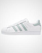 Adidas Originals SUPERSTAR Joggesko white/tactile green