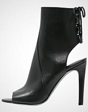 Kendall + Kylie MEADOW Sandaler med ankelstøtte black dress