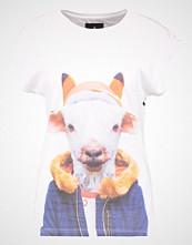 Saint Noir LITTLE GOAT Tshirts med print white