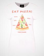 Saint Noir PIZZA Tshirts med print white