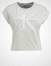 Calvin Klein TAKA Tshirts med print grau