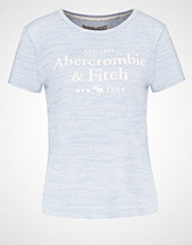 Abercrombie & Fitch LITTLE BOY Tshirts med print blue