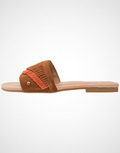 UGG Australia BINX Flip Flops chestnut