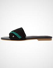 UGG Australia BINX Flip Flops black