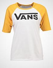 Vans TIMELESS  Tshirts med print white sand/golden glow