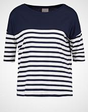 Vero Moda VMMAGGIE Tshirts med print navy blazer/snow white