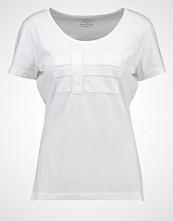 Napapijri SHOVE Tshirts med print bright white