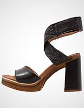 Mjus CREEK Sandaler med høye hæler nero