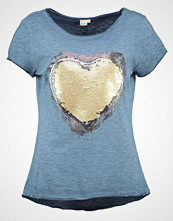 Cream TRINA  Tshirts med print kentucky blue