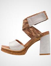 Mjus CREEK Sandaler med høye hæler fossile