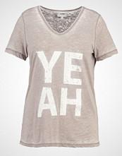 Zizzi Tshirts med print elephant skin