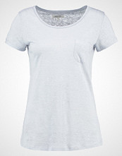 Zalando Essentials Tshirts light blue